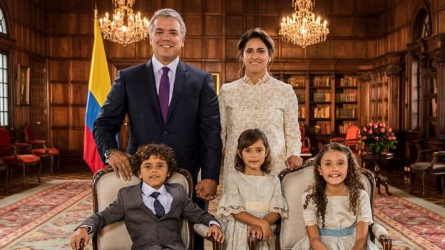 Official photograph of Ivan Duque, his wife and their three children